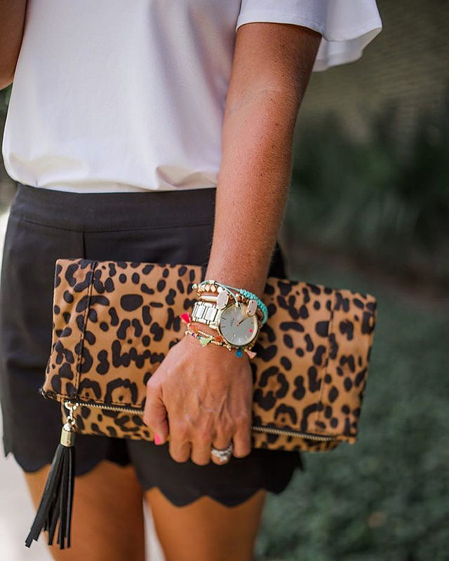 Details. 😍 Can you believe this leopard clutch is under $40?! #score #sugarplumstyle // Find it all here 👉 http://liketk.it/2oUlt 👈 @liketoknow.it #liketkit 📷 @sothentheysayblog
