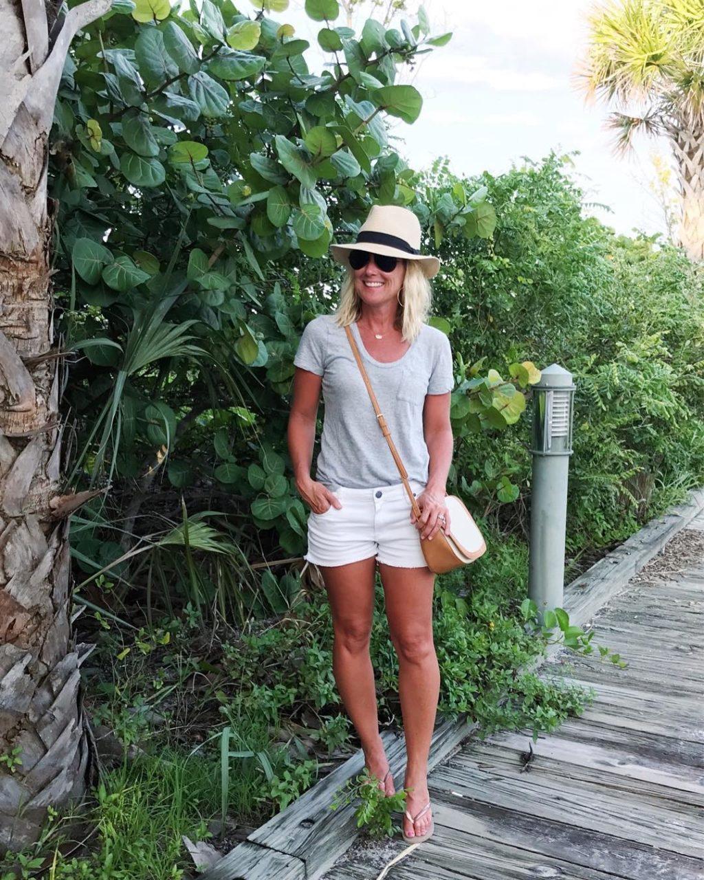 caslon tee beach style
